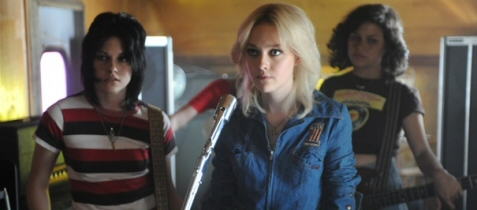 Dakota Fanning and Kristen Stewart are (two of) the Runaways