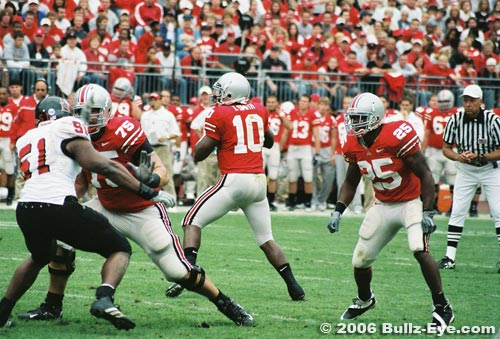 Ohio State quarterback Troy Smith in the pocket