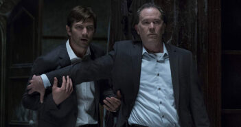"Michiel Huisman and Timothy Hutton in ""The Haunting of Hill House"""